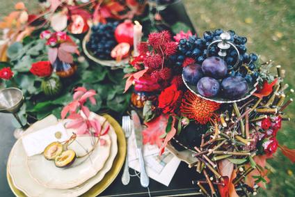 Une décoration de table fraîche et colorée
